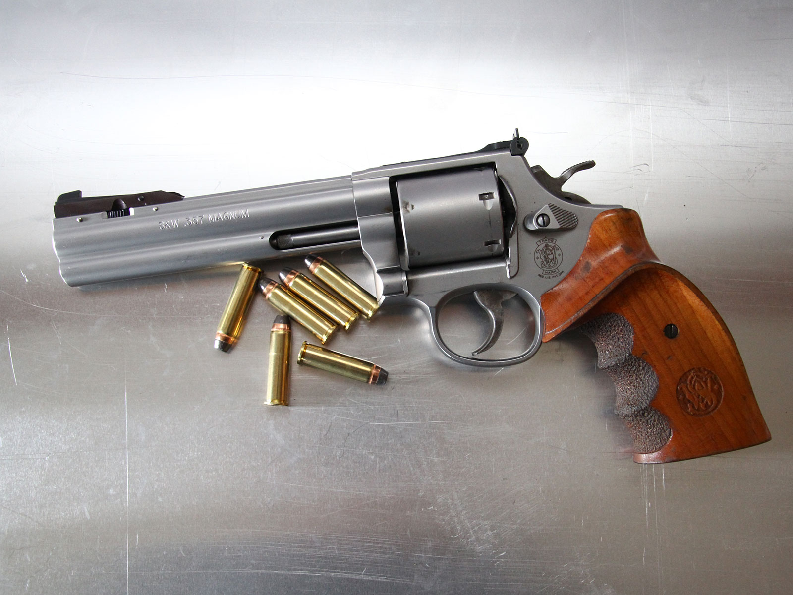 SH_Web_Wir_Waffen_Smith-Wesson 357 Magnum-1_1800x1200