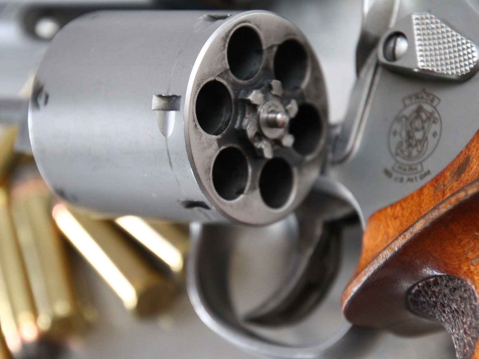 SH_Web_Wir_Waffen_Smith-Wesson-357-Magnum-3_1800x1200