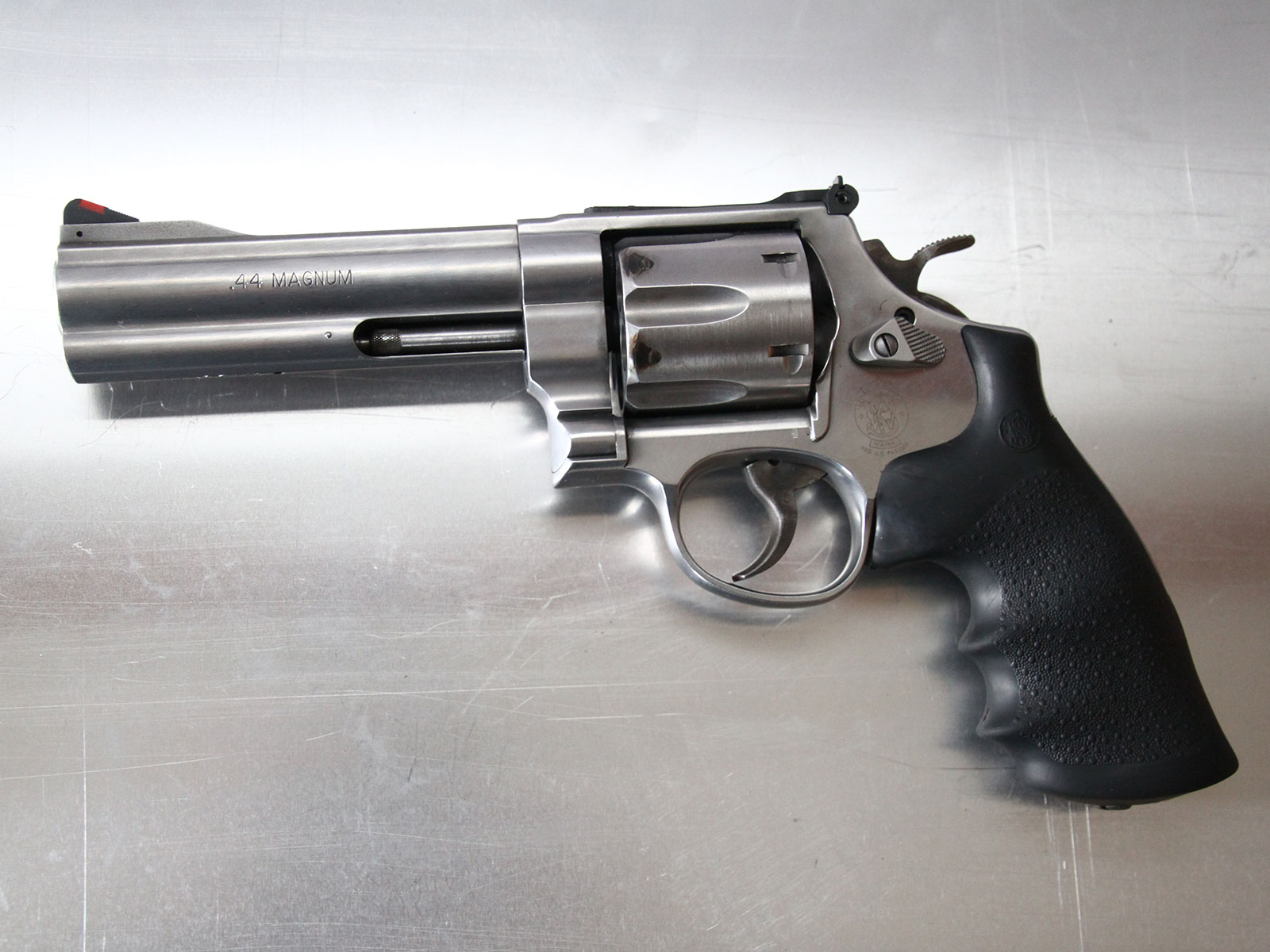 SH_Web_Wir_Waffen_Smith-Wesson-44-Magnum-1_1800x1200