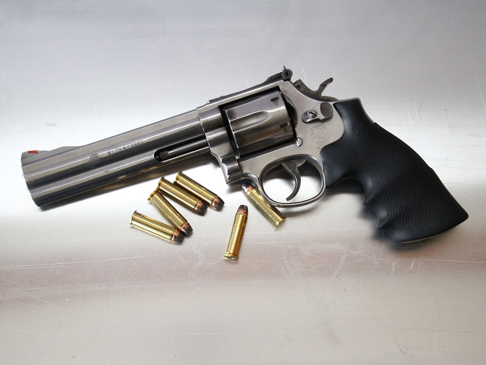 SH_Web_Wir_Waffen_Smith-Wesson-Revolver-1_1800x1200